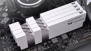 Thermaltake giới thiệu dòng ToughRAM mới với xung nhịp lên tới 4.400 MHz – Không trang bị LED RGB.