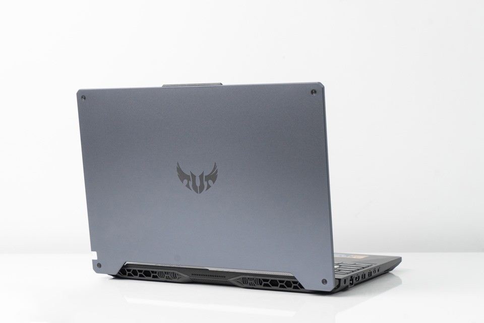 TUF Gaming FX506LI-HN096T Thiết kế thanh thoát và ấn tượng