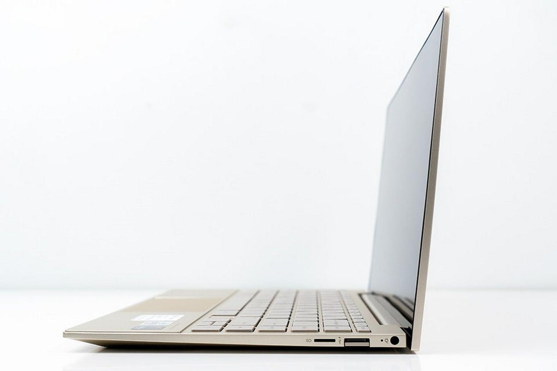 Laptop HP Envy 13-ba1030TU 2K0B6PA có thiết kế bản lề tự nâng