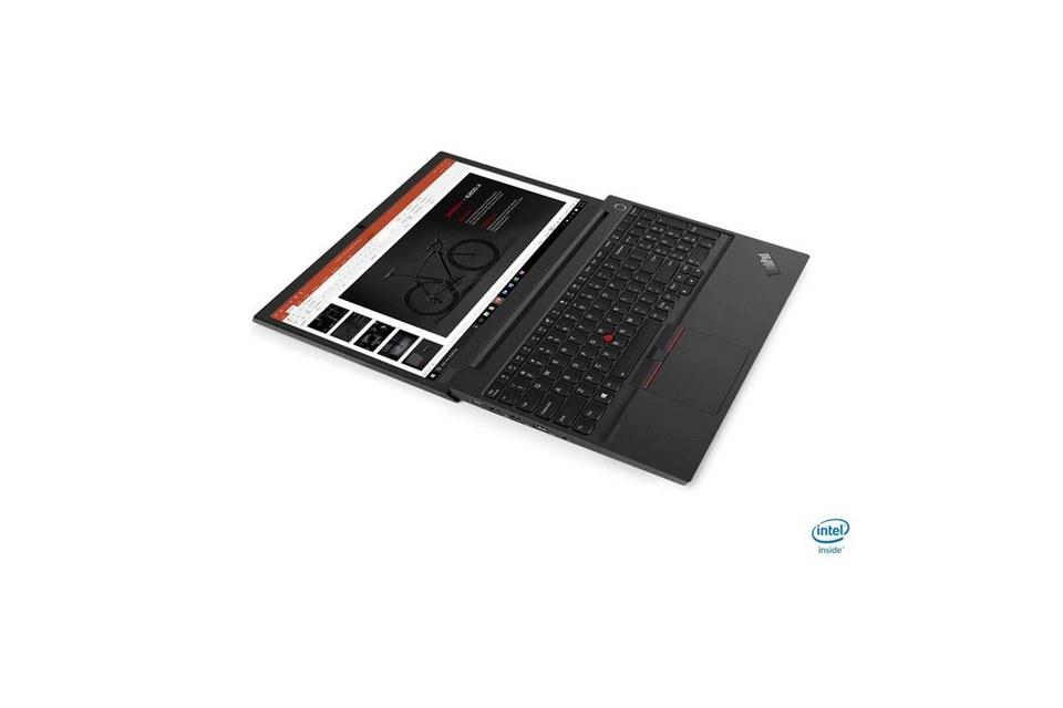 Một chiếc ThinkPad E15 có thể mở thành một bề mặt phẳng