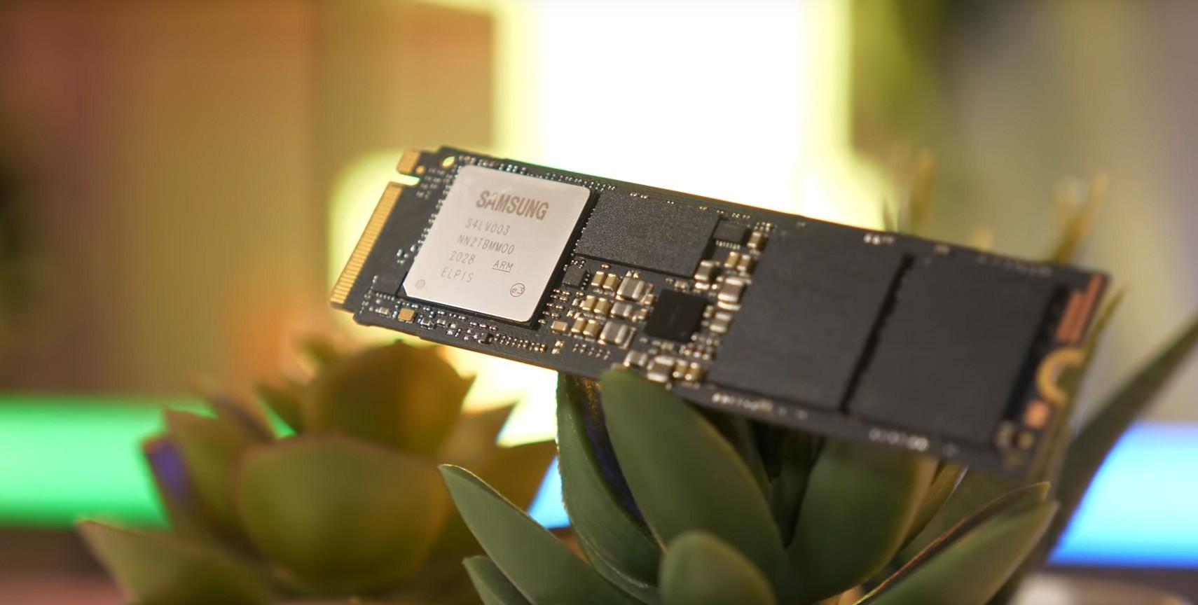 Samsung 980 PRO 500GB sử dụng lớp phủ niken trên bộ điều khiển