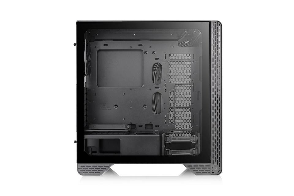 Cửa sổ kính cường lực 4mm ở mặt bên của Thermaltake S300 Black