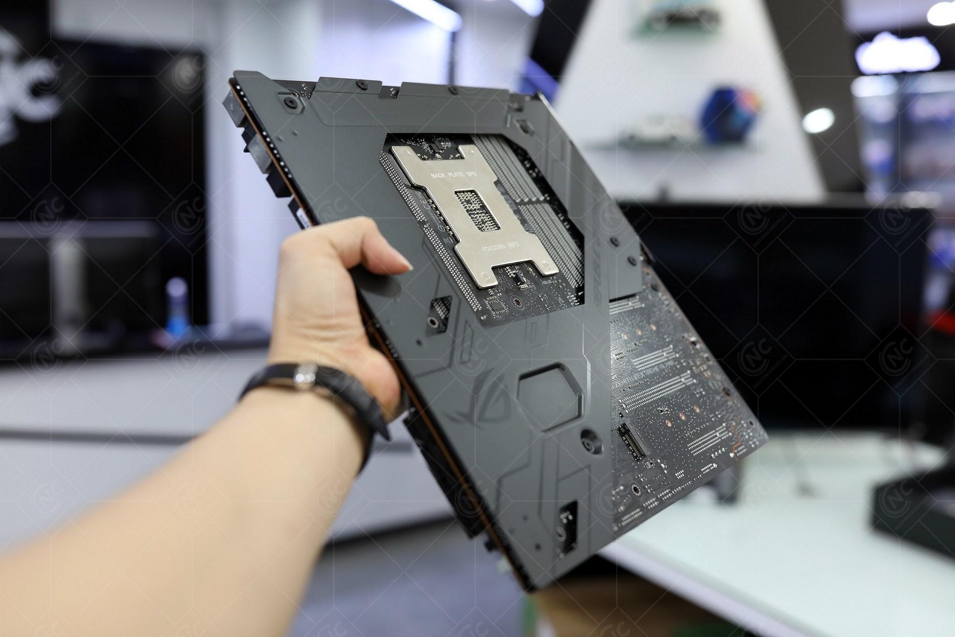 ROG Zenith II Extreme Alpha Backplate