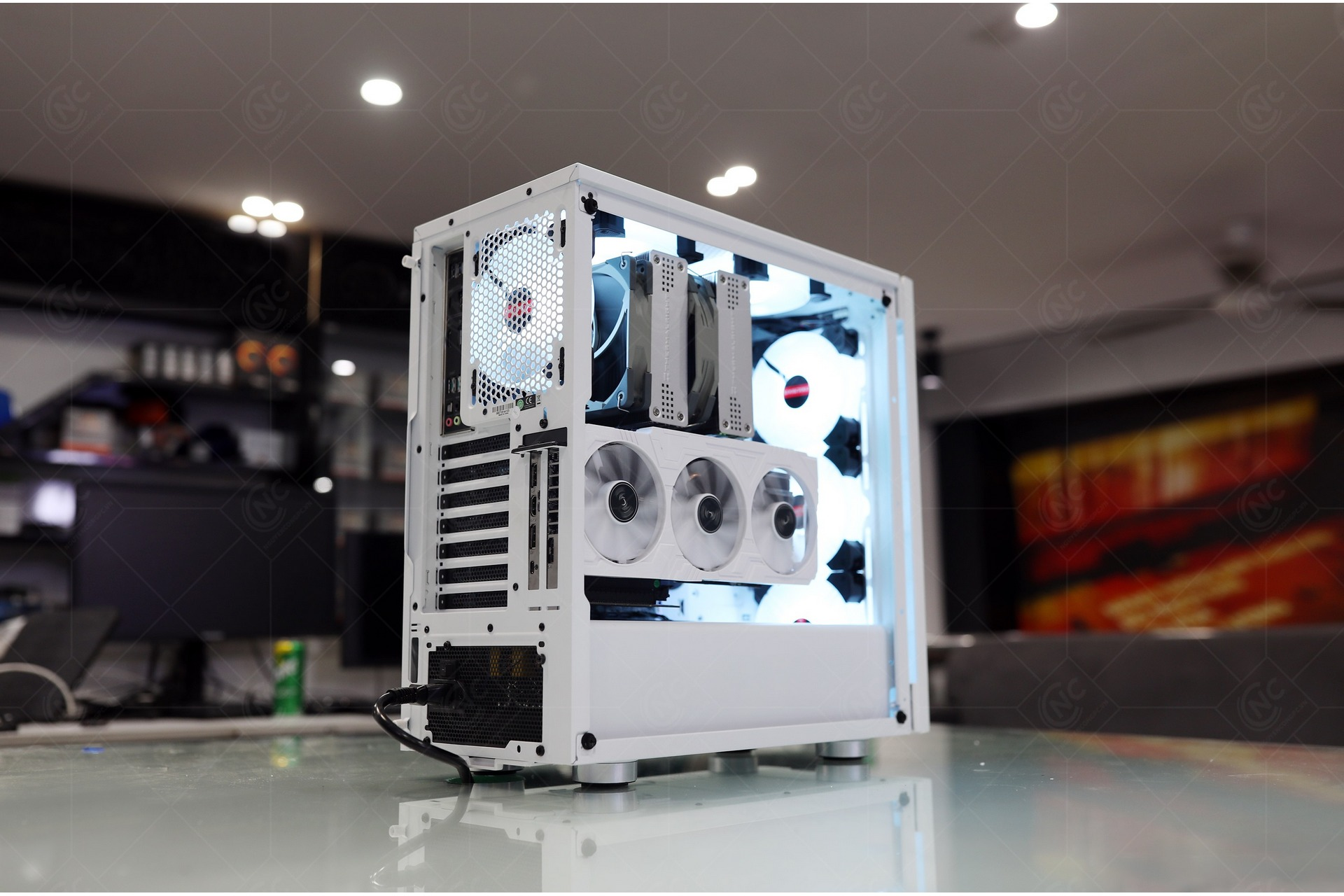 PC AMD Ryzen 9 3900X white