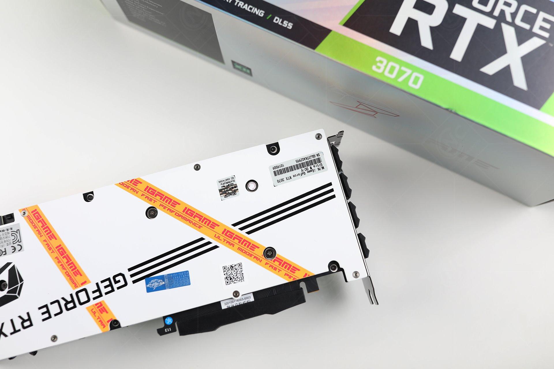 Colorful iGame RTX 3070 Ultra W OC-V được trang bị 1 tấm back plate cùng tone