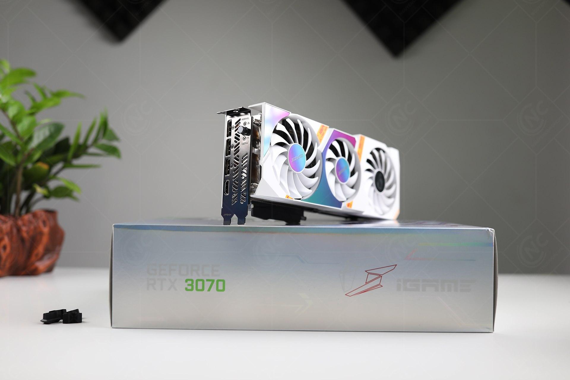 Phía IO của Card đồ họa Colorful iGame RTX 3070 Ultra W OC-V