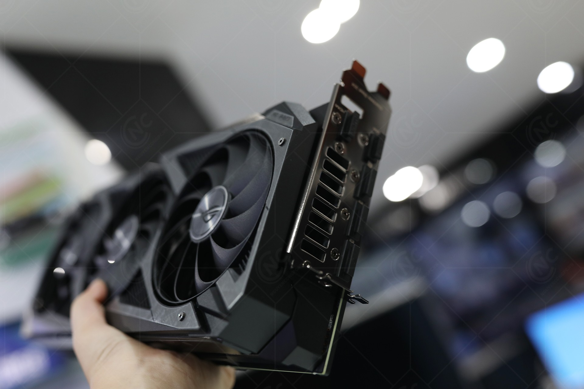 vga-asus-rog-strix-rtx-3080-oc-edition-10g-gaming-2